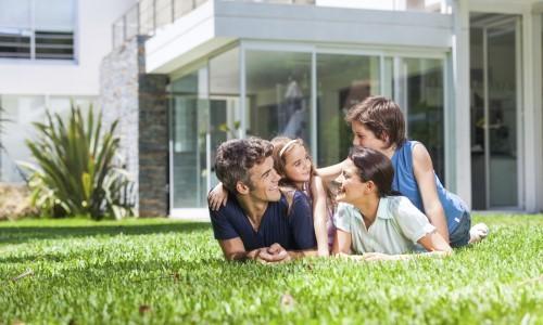 התקנה של דשא סינטטי בגינת הבית מומלצת כי היא חוסכת את הצורך בהשקיה. דשא סינטטי משדרג את מראה הגינה ולא דורש הדברה, ריסוס, דישון או כיסוח. הוא עמיד בפני שחיקה […]